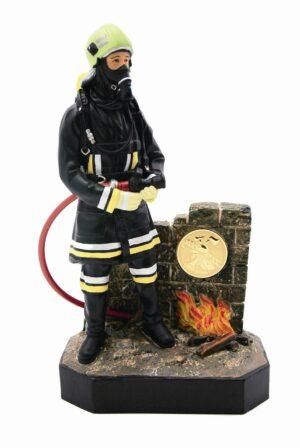 Figur Feuerwehrmann in Original-Einsatzanzug ca 21 cm